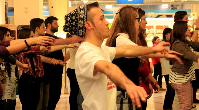 Танцы протеста на флэшмобе солидарности