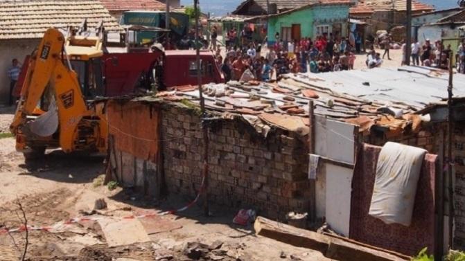 Начался «добровольный снос» цыганских жилищ в районе Гъбена Махала