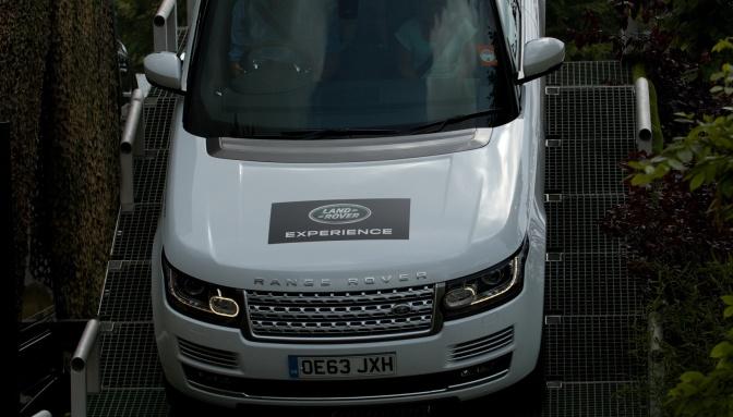 Land Rover Experience — оффроуд-шоу на паркинге Mall Varna, 3 и 4.10.