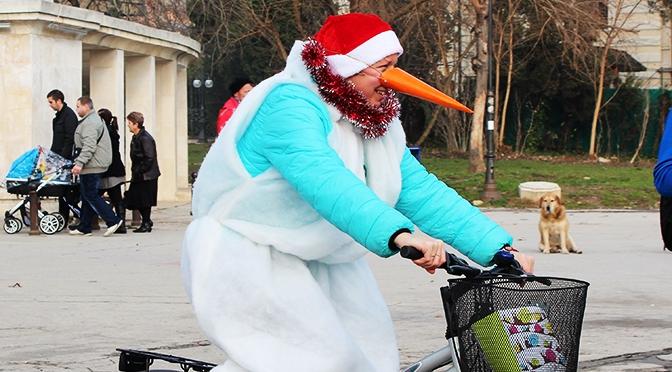 «Коледа на колела» в Варне. Репортаж с акции велоклуба «Устрем»