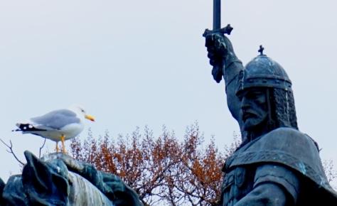 Птица м Царь. Чайка рассказывает царю Колояну городские новости