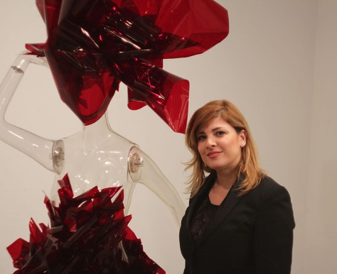 Фрина Лазаро у одной из своих работ