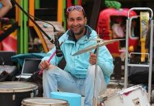 """Известный всем варненцам """"барабанист"""" Венцислав обычно зарабатывает на жизнь игрой на пластиковых ведрах в центре пешеходки"""